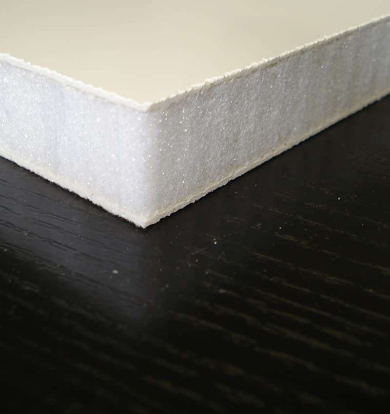 Lightweight foam sandwich panel