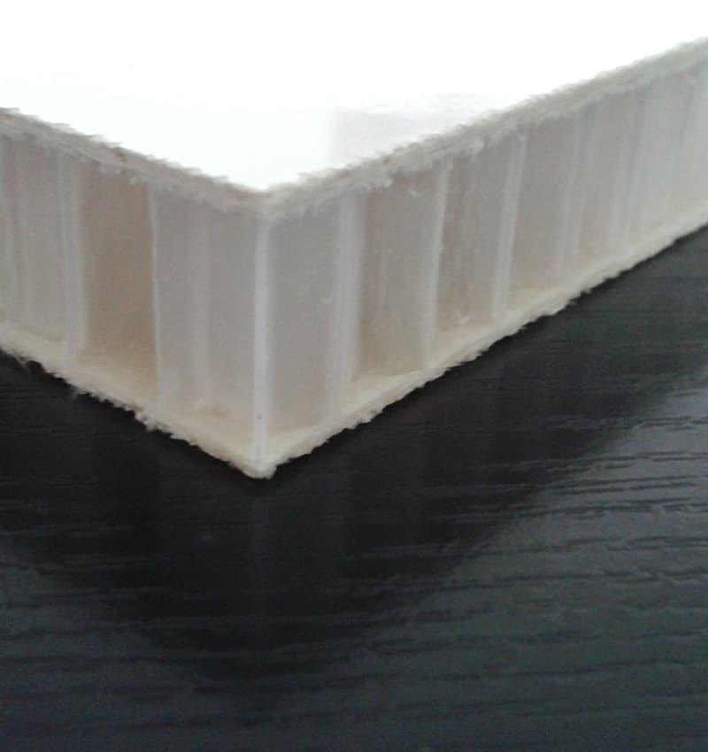 Panel sándwich ligero tipo panal